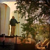 feb8moseley-listening-to-jon-drummin-on-the-old-water-tanks